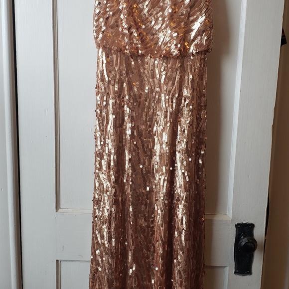 Donna Morgan Dresses & Skirts - Donna Morgan, gold sequin Courtney Dress